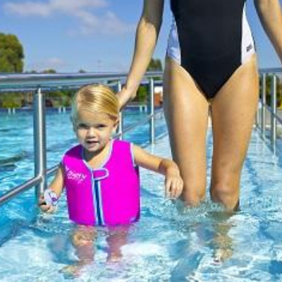 Zoggs Swim Tips: How to introduce your child to the pool