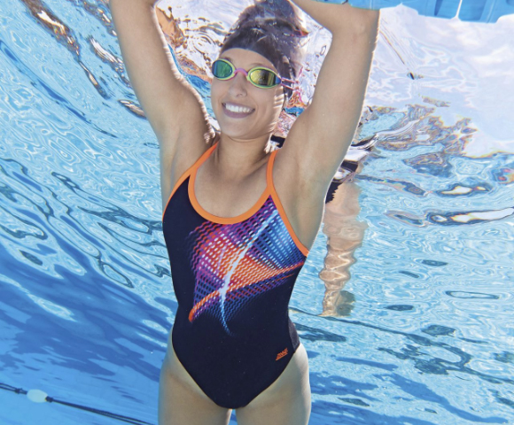 Woman who crawls in the pool and wearing zoggs equipment